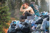 Пока вскрыли не все траншеи с мусором, но от количества поднятых из-под земли отходов уже волосы дыбом.