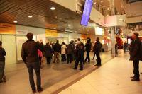 Очередь за льготными билетами люди занимали ещё до открытия авиакасс.
