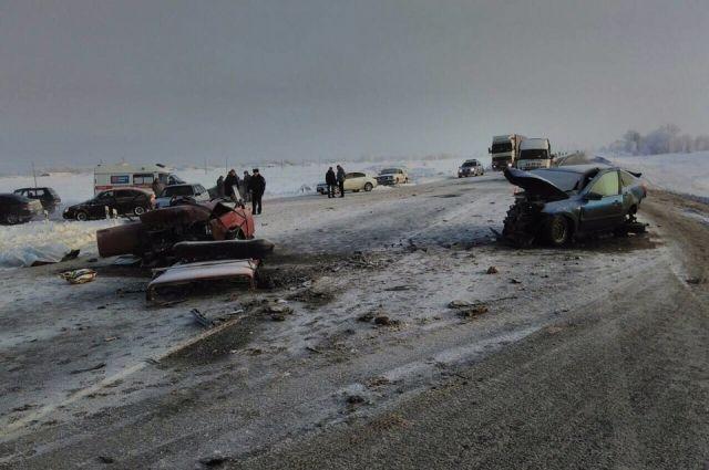На трассе Оренбург – Илек в тройном ДТП погибла женщина