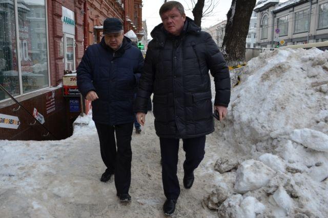 Глава Саратова Михаил Исаев (справа).