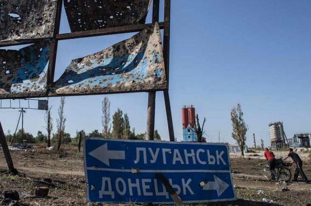 В поселке Михайловка Луганской области, которая находится на подконтрольной Украине территории, было обстреляно здание школы.