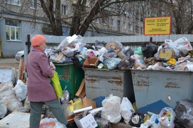 Сотни жалоб на вывоз мусора поступили за праздники.