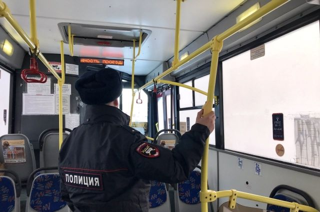первый день госинспекторы отдела ГИБДД было осмотрели более 100 единиц пассажирского транспорта и выявили 51 нарушение