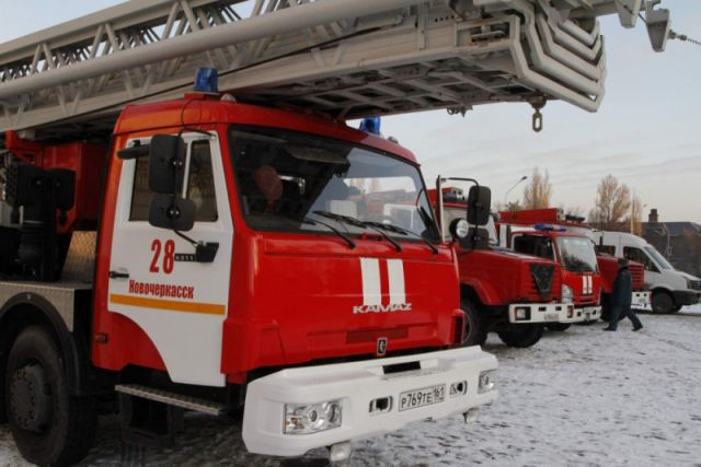 Пожарные ехали с сигналом и маячком.