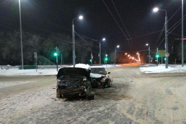 В центре Оренбурга в тройном ДТП пострадали 3 человека