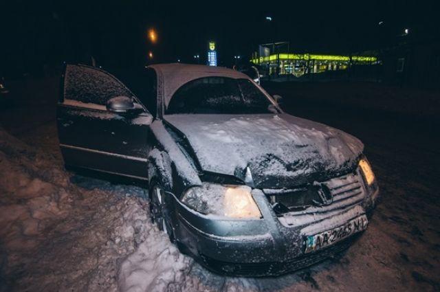 Нарушитель пытался скрыться с аварии, но свидетели, которые ехали параллельно и видели аварию, догнали нарушителя и забрали у него ключи.