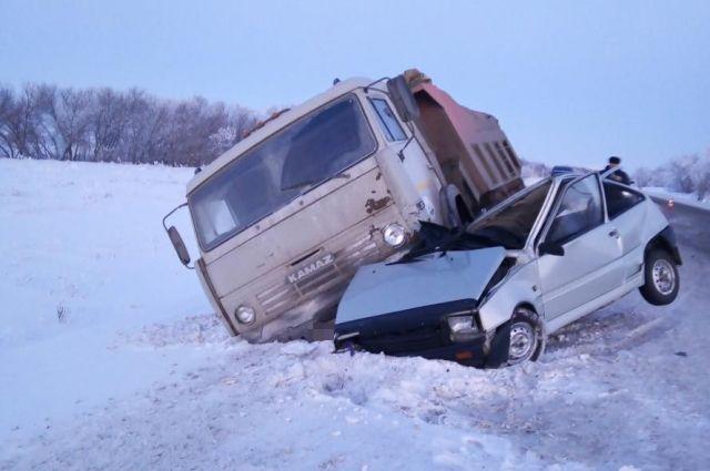 В Красногвардейском районе в ДТП пострадал водитель «Оки».