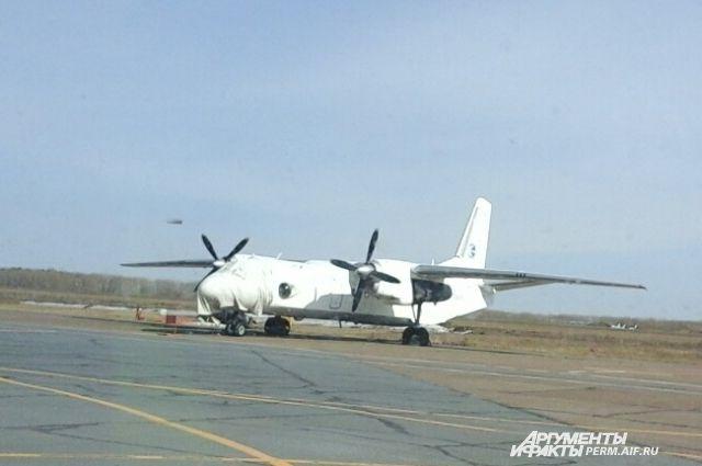 Самолёт-лаборатория АН-26 проводит облёт оборудования.