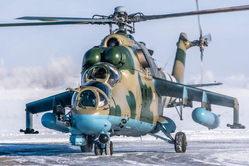 Новый учебный год вертолетчики традиционно начали командирскими полетами, во время которых проверялся уровень летного мастерства командиров бригад, их заместителей по летной подготовке и начальников управлений армейской авиации.