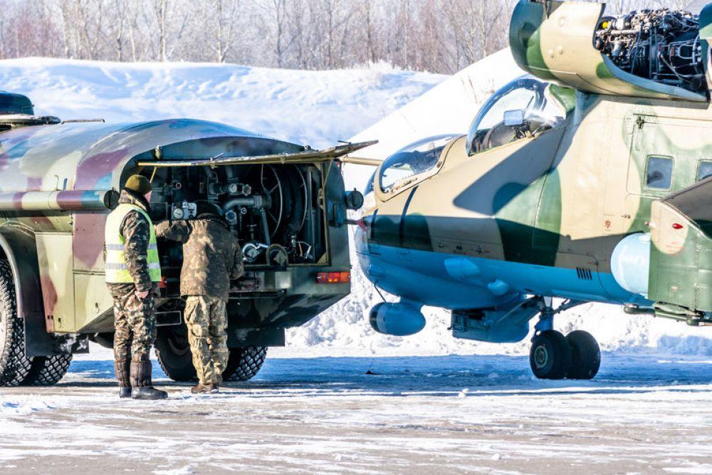 В рамках учений проверили технику пилотирования и инструкторско-методические навыки летчиков.