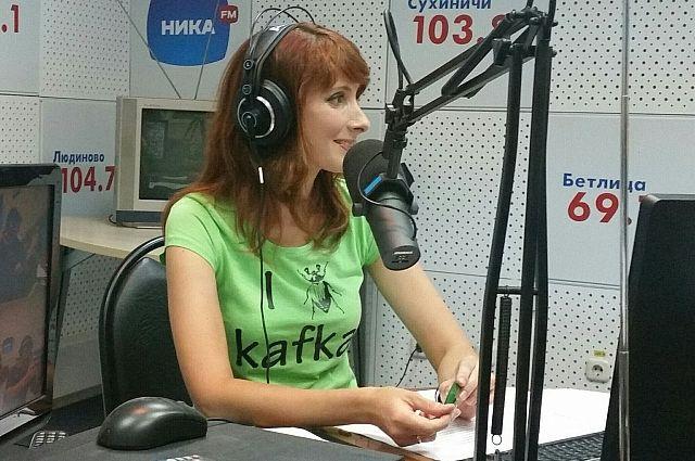 Помимо утренней программы Мария успевает и на радиоэфир.