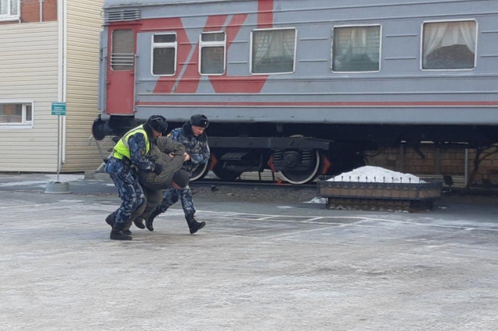 В Красноярском крае еще не одному заключенному не удалось совершить побег во время конвоирования.