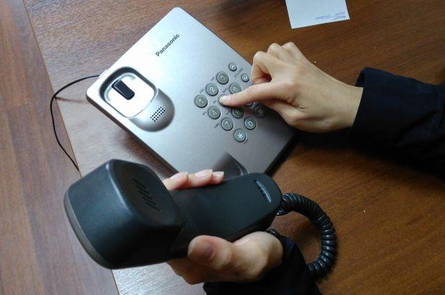 Горячая линия работает сразу по двум телефонам.