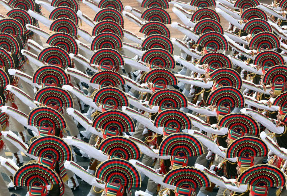 Индийские солдаты во время генеральной репетиции парада ко Дню Республики в Нью-Дели.