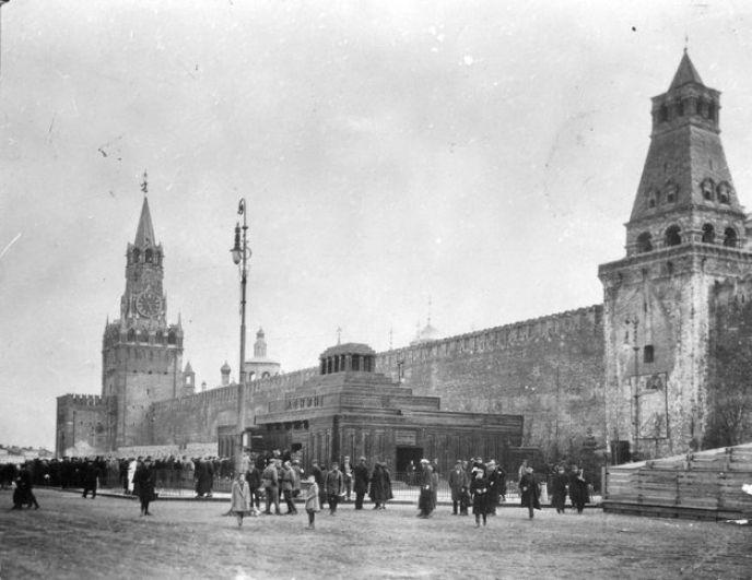 Мавзолей Ленина, 1928 год.