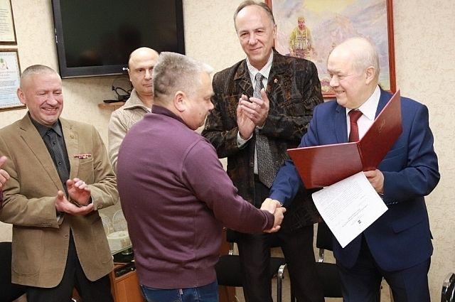 Глава городского самоуправления наградил Почётными грамотами членов Общероссийской общественной организации инвалидов войны в Афганистане.