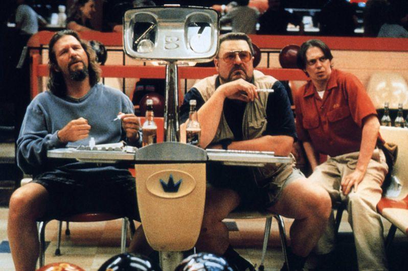 «Большой Лебовски» (1998). Сразу после выхода на экран фильм не имел большого успеха, многие критики встретили его прохладно, некоторые даже называли его чуть ли не худшей работой братьев Коэнов. Однако он собрал вокруг себя огромное количество фанатов и стал «первым культовым фильмом эпохи Интернета».