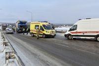 Из-за ДТП с фурами на Чусовском мосту образовалась пробка.