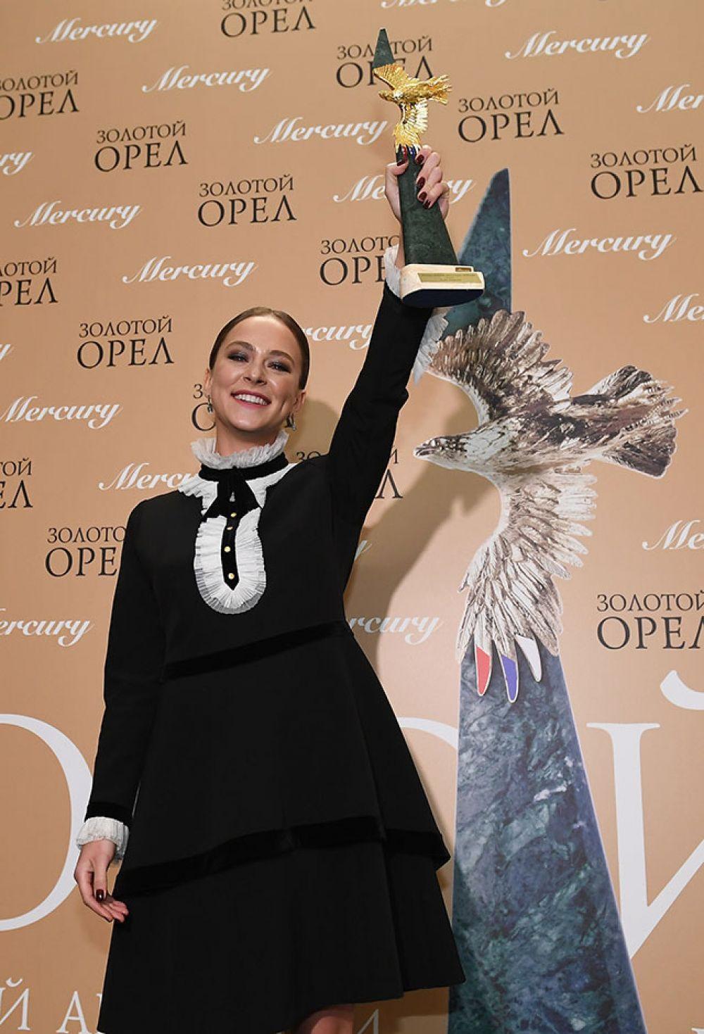 Актриса Аглая Тарасова, победившая в номинации «Лучшая женская роль в кино» (Надя в фильме «Лед» Олега Трофима).