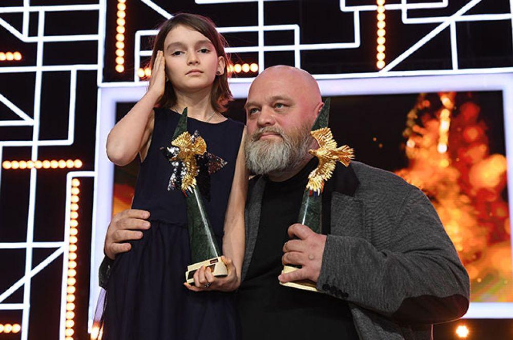 Режиссер Алексей Федорченко, и актриса Марта Козлова с призами в номинациях «Лучшая режиссерская работа» и «Лучший фильм» («Война Анны»)