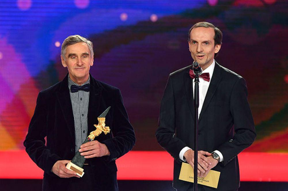 Режиссер-аниматор Станислав Соколов, победивший в номинации «Лучший анимационный фильм» («Гофманиада»), и директор киностудии «Союзмультфильм» Борис Машковцев (слева направо).