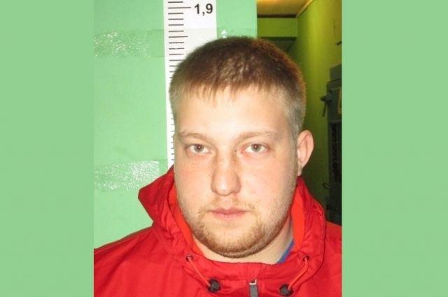 Егор Андреевич Сосков скрывается от правоохранительных органов.