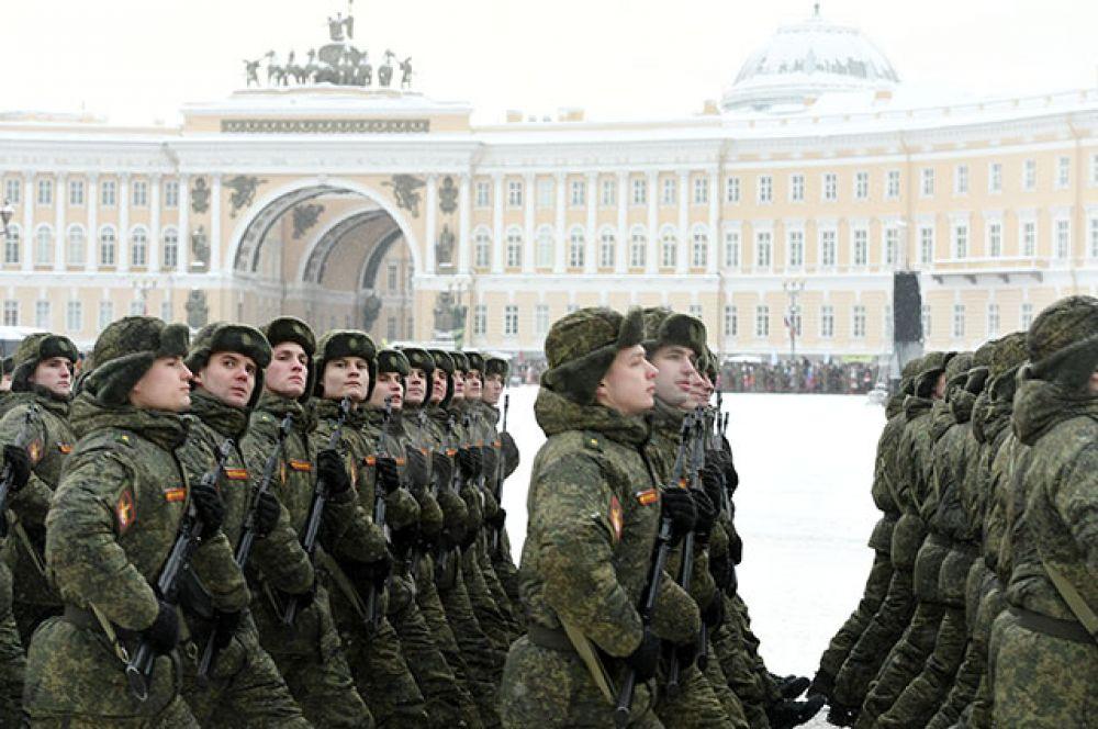 Военнослужащие на параде.