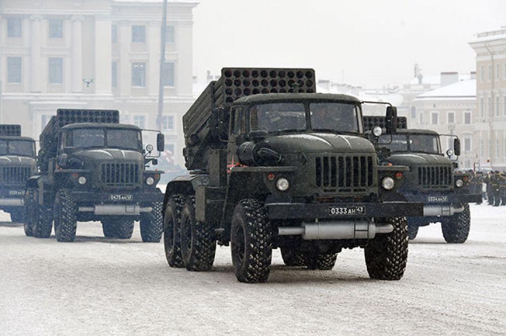 Самоходные реактивные системы залпового огня (РСЗО) «Град».