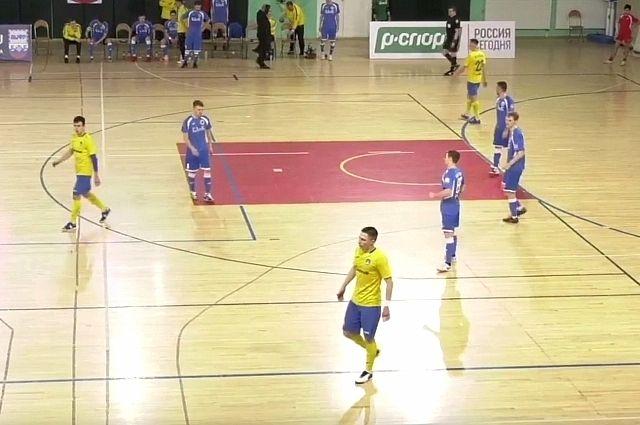 Клубы из Коми провели напряжённые игры.