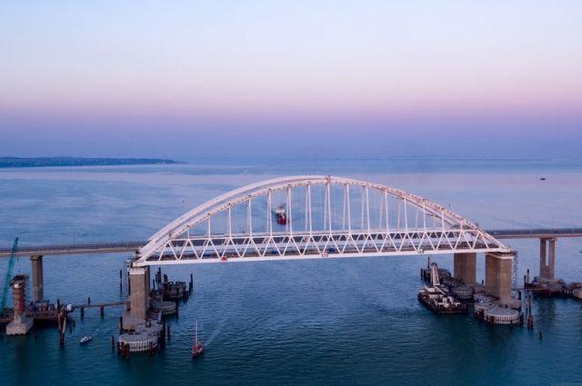 Пригородные поезда будут курсировать по Крымскому мосту photo