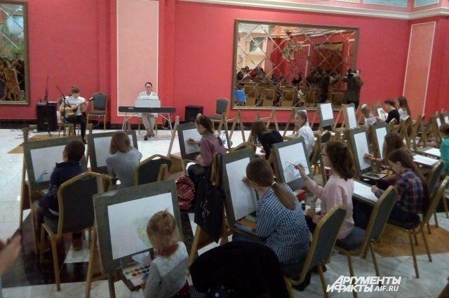 В Оренбурге прошла арт-сессия «Мы рисуем, играем, творим»