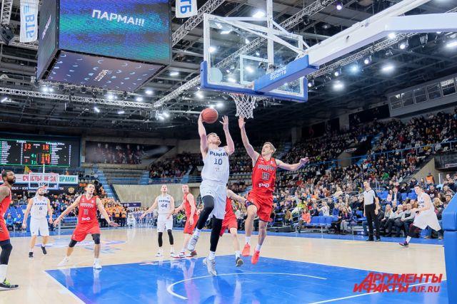 Пермские баскетболисты уступали гостям с первых минут встречи.