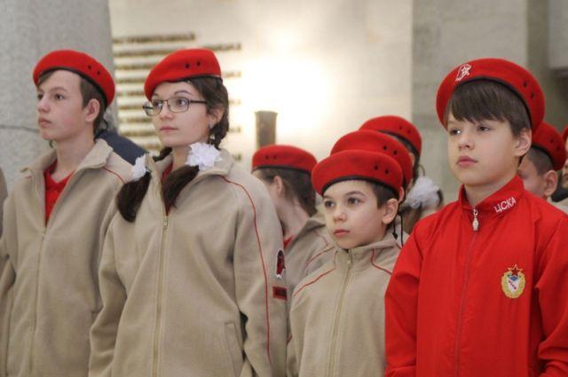 60 гимназистов Хабаровска приняли в ряды «Юнармии».