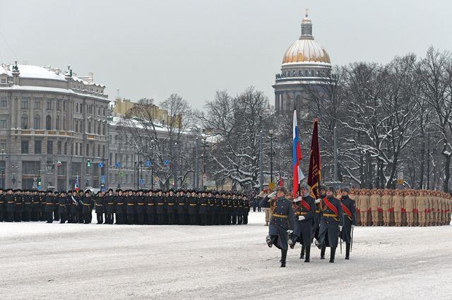 Участники парада в честь 75-летия снятия блокады Ленинграда на Дворцовой площади в Санкт-Петербурге.