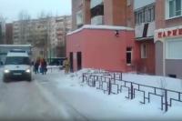 Врачи скорой помощи подтвердили, что двух жильцов дома на ул. Революции 3/1 они госпитализировали.