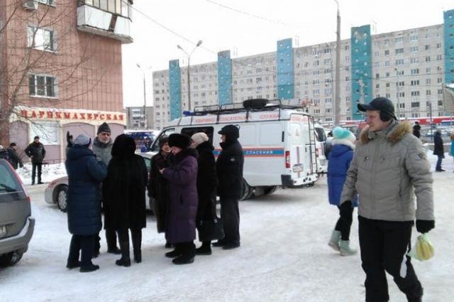 Представители экстренных служб, а также сотрудники администрации обсудили сегодня утром ситуацию с домом по ул. Революции, 3/1.