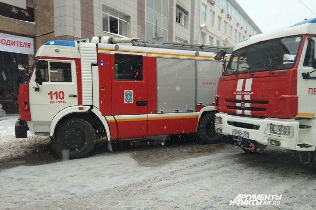 Крупный пожар в жилом доме произошел сегодня утром в Чусовом.