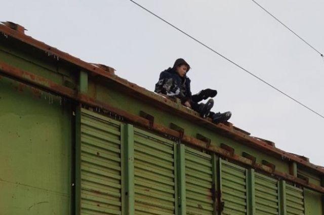 В Кропивницком с крыши поезда спасли подростка, получившего удар током