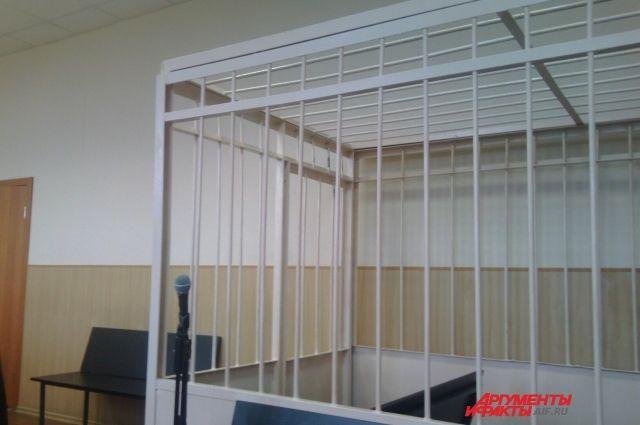 На скамье подсудимых окажутся двое мужчин и женщина.