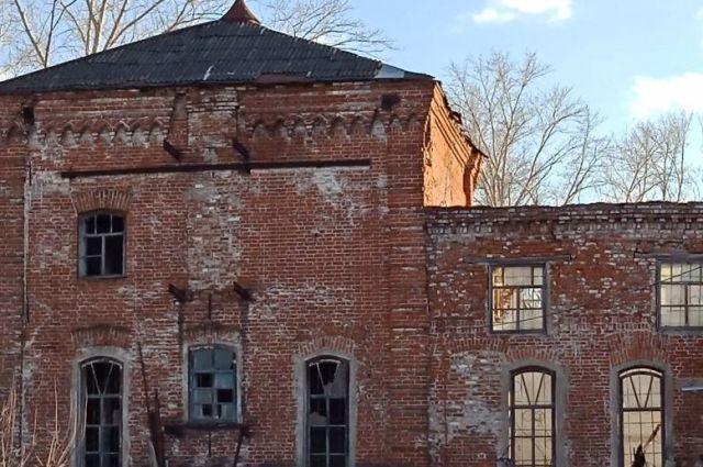 Здание Симоновской мельницы. Снимок сделан в апреле 2018 года.