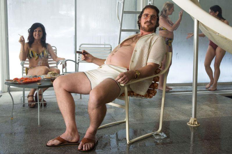 В криминальной трагикомедии «Афера по-американски» актер исполнил роль мошенника Ирвинга Розенфельда. Для этой роли Бейл, напротив, набрал вес. Эта работа была снова отмечена номинациями на «Оскар», «Золотой глобус» и BAFTA. 2013 год.