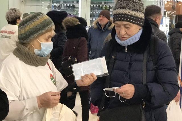 В ТРЦ Тюмени бесплатно раздают маски
