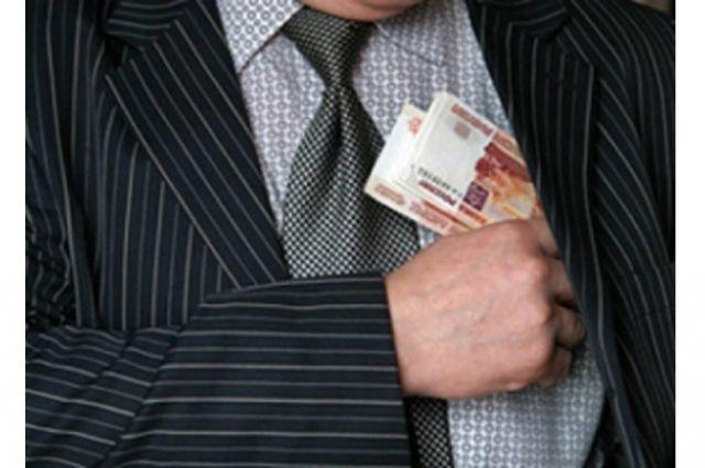 Бывшего сотрудника ГИБДД Комсомольска осудили за получение взятки.