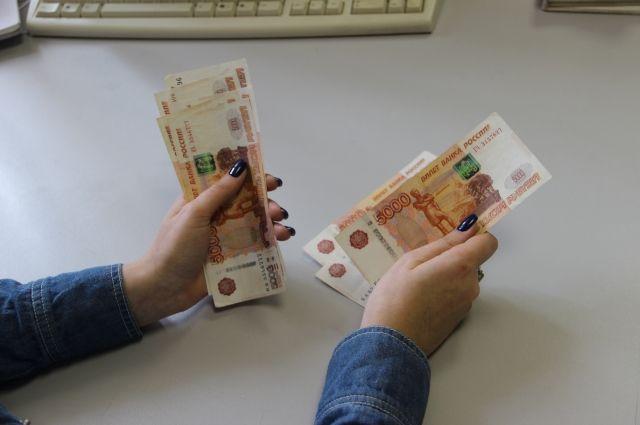 Зарплата новосибирцев увеличилась за год на 2,3 тысячи рублей.