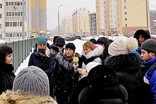 Жители Столичного простояли в ночных очередях все выходные.