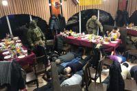 В Мариуполе полиция сорвала уголовную сходку с ворами в законе, где устанавливали «воровской порядок»