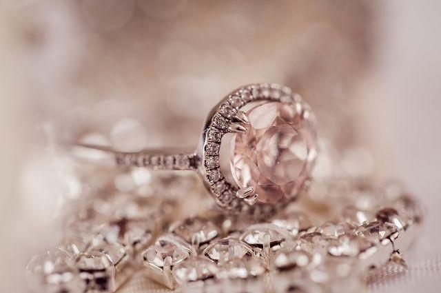 Житель Хабаровского края выкрал у собутыльницы кольцо и цепочку.