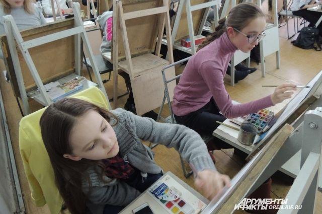 Главная идея «Вечеров» – творческое образование детей и выявление их талантов через синтез музыки и живописи.