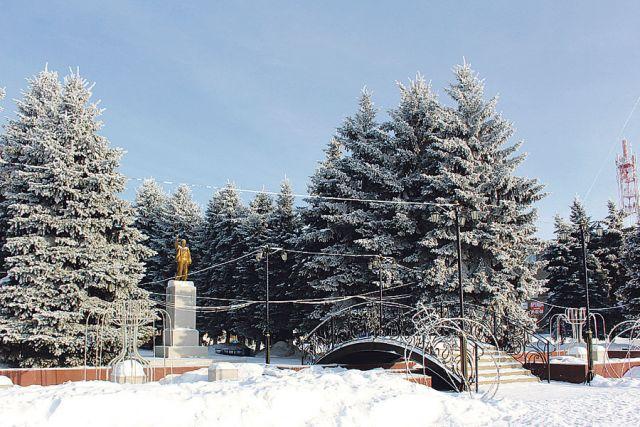 Сквер особенно красив в зимнее время.