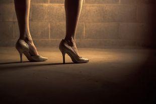 Женщинам не рекомендуют носить каблуки выше 5,7 см.